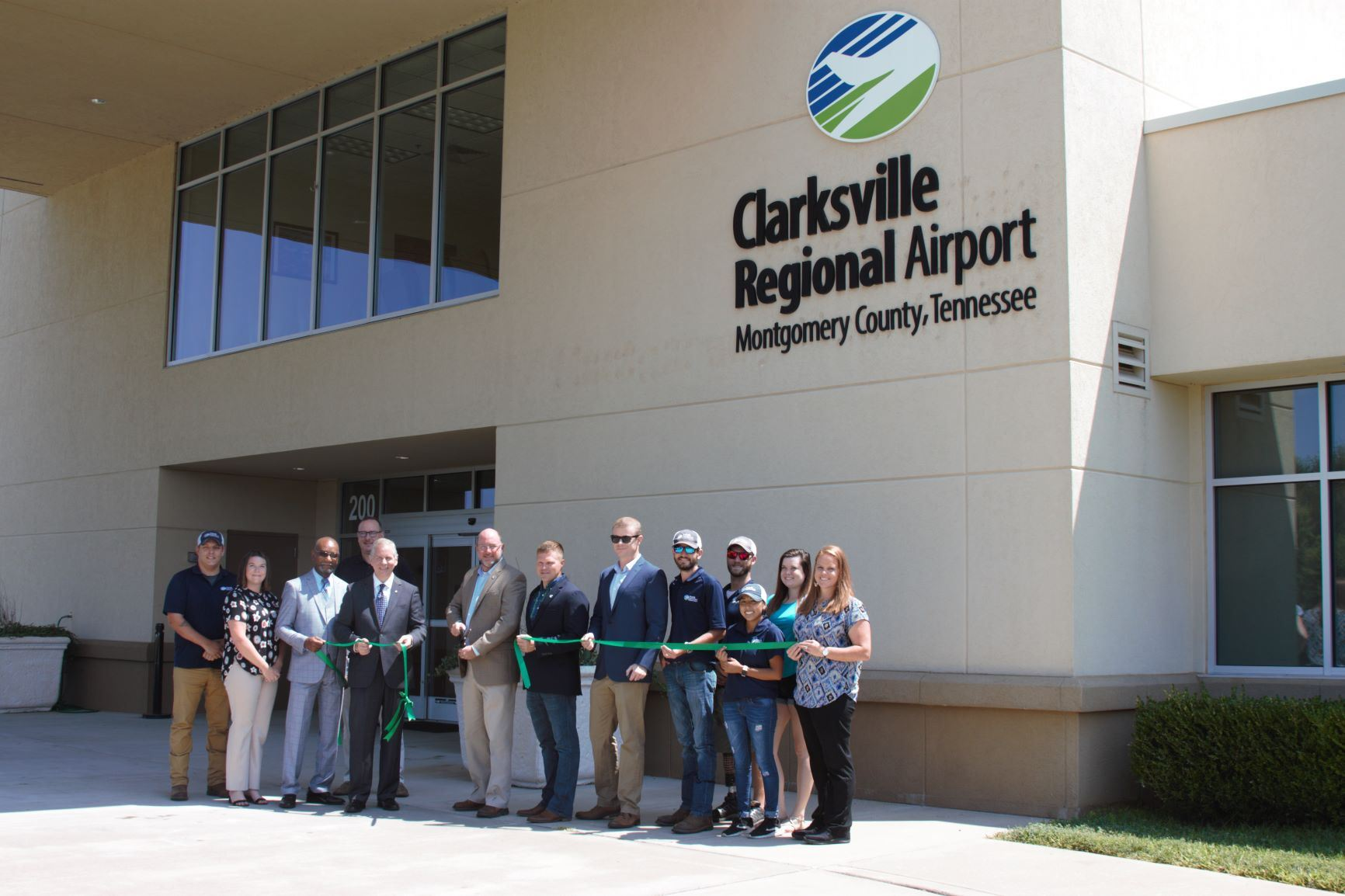airport green ribbon cutting 4